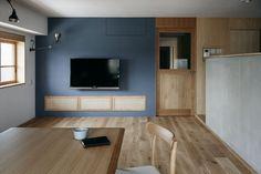 建築家:青木律典|青木律典建築設計スタジオ「「ウチソトの間合」」 Green Paint Colors, Wall Colors, Natural Interior, Interior Decorating, Interior Design, Condominium, House Design, Architecture, Room