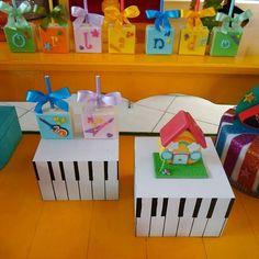 First Birthday Parties, First Birthdays, Rockers, Baby Rocker, Music Decor, Ideas Para Fiestas, Ladybug, Alice, Baby Boy