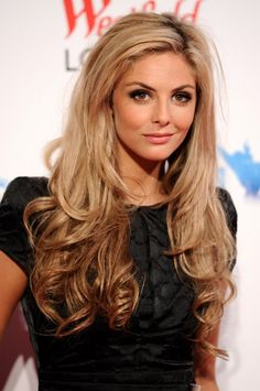 Actress Tamsin Egerton has sassy long waves in her hair. Yum! I need some of those.
