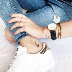 Los pequeños tatuajes de Melli: un ancla en el interior del...