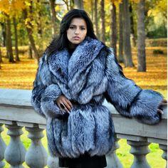 Colorful Fur Coat, Fox Fur Coat, Fur Coats, Fur Fashion, Womens Fashion, Queen Albums, Fabulous Fox, Fur Clothing, Sheepskin Coat