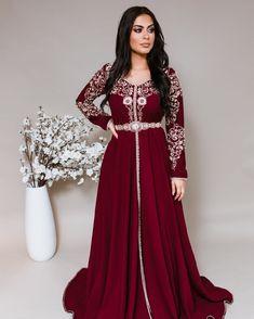 Long Tight Prom Dresses, Formal Dresses, Wedding Dresses, Arab Fashion, Indian Fashion Dresses, Morrocan Dress, Pakistani Bridal Makeup, Arabic Dress, Embroidery Saree