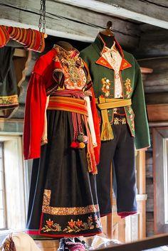 """Heddal bygdetun 💠 Bunad i Heddal bygdetun = National Costumes of Norway at the Heddal Open Air Museum Mexican Costume, Folk Costume, Folk Fashion, Ethnic Fashion, Traditional Fashion, Traditional Dresses, Norwegian Fashion, Vintage Outfits, Frozen Costume"