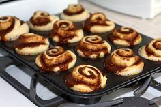Cinnamon Roll Cupcakes — La Fuji Mama. I saw these and they look so cute and I'm gonna try this recipe with my daughter.
