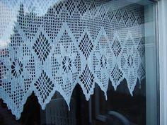 Je haakte zelf je gordijntjes, filet haken zo makkelijk. Nog geleerd van een vrouwtje hier in het dorps winkeltje, achter in de keuken. Crochet Curtains, Lace Curtains, My Childhood Memories, Sweet Memories, Good Old Times, Crochet Home, Filet Crochet, My Memory, Beading Patterns