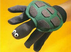 Garden Glove Turtle Puppet Crafts 'n thingsCrafts 'n things Glove Puppets, Sock Puppets, Hand Puppets, Sock Toys, Felt Toys, Diy For Kids, Crafts For Kids, Puppets For Kids, Turtle Crafts
