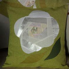 Housse de coussin rose, crazy-patchwork en lin vert anis