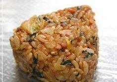 Kimchi Shiso Onigiri (Rice Balls) Recipe by cookpad. Onigiri Rice Balls Recipe, Vegan Onigiri Recipe, Vegetarian Cooking, Shiso Recipe, Desserts Japonais, Onigirazu, Asian Recipes, Healthy Recipes, Gastronomia