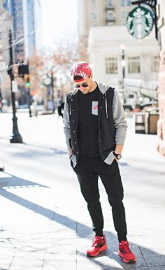 Men's street style | black joggers | red Nikes