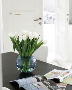 // White interior, tulips, ikea, bedroom, kitchen // #goodmorning #monday #dayoff #myhome #interior4all #Interior #interior123 #hemtexeditedbyplazainteriör #hemtex #plaza #tulppaanit #plantagensuomi  #anno #vitra #olddoors #mitthem #whiteinterior #skandinavianhomes #nordiskahem #frenchdoors #etuovisisustus #sunnymonday #sisustusinspiraatio #sisustus #omakoti #ihanaaollakotona #ikea #gohemtex