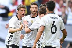 Welcher deutsche Nationalspieler ist am wertvollsten? Und wessen Marktwert ist am geringsten? Eine Rangliste der deutschen Spieler. International führt kein Weg vorbei an Portugals Superstar.