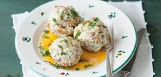 Recipe: Recreate these famous Tirol dumplings. ✓ Ingredients for 10 dumplings ✓ Directions on how to make them yourself ➢ Bring Tirol to your home Austrian Recipes, Hungarian Recipes, Dumpling Recipe, Dumplings, Austria Food, My Favorite Food, Favorite Recipes, European Cuisine, National Dish