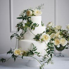 Home - David Austin Luxury Cut Roses David Austin Roses Bouquet, Rose Wedding, Wedding Flowers, Wedding Bells, English Wedding Cakes, Sophisticated Wedding, Single Rose, Rose Bouquet, Davids Bridal
