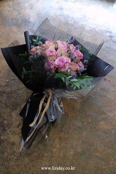 Beautiful Flower Arrangements, Floral Arrangements, Amazing Flowers, Beautiful Flowers, Flower Shop Decor, Corporate Flowers, How To Wrap Flowers, Flower Packaging, Arte Floral