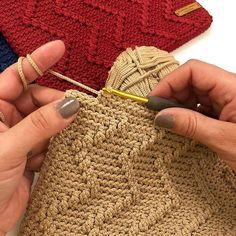 Hello everyone♥️ The last video will be up on my page tomorrow😉Have a great sunday🌺 Bitirme videosu yarın sayfamda😉 Mutlu Pazarlar 🌺 İp… _handmade_designs_'in profil resmi No photo description available. Diy Crochet And Knitting, Crochet Chart, Crochet Videos, Crochet Motif, Beginner Crochet Tutorial, Crochet For Beginners, Crochet Stitches Patterns, Knitting Patterns, Crochet Coffee Cozy