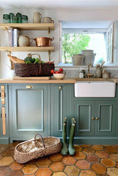 French farmhouse kitchen with cabinets painted Farrow & Ball Smoke Green - Vivi et Margot. French farmhouse kitchen with cabinets painted Farrow & Ball Smoke Green - Vivi et Margot. Green Kitchen Cabinets, Farmhouse Kitchen Cabinets, Farmhouse Style Kitchen, Painting Kitchen Cabinets, Rustic Kitchen, Farmhouse Design, Kitchens With Painted Cabinets, Green Country Kitchen, French Kitchen Decor