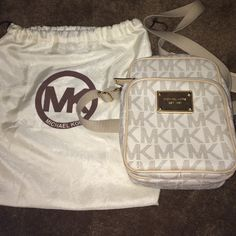 LAST CHANCEMichael kors bag wth DUSTBAG Perfect condition -- offers welcomed -- NO LOWBALLING -- NO TRADES Michael Kors Bags Crossbody Bags