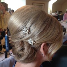 Beautiful classy updo minus the clips
