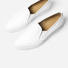 The Everlane Street Shoe, now in a luxurious and durable full grain leather, finished to a smart shine. It features elastic at shoe tongue for easier fit and handcut soles made from four layers of foam. Hot Shoes, Women's Shoes Sandals, Christian Louboutin, Everlane Shoes, Spring Shoes, Slip On Sneakers, Affordable Fashion, White Leather, Italian Leather