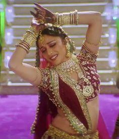 Madhuri Dixit - Devdas Dance pose Bollywood Saree, Bollywood Fashion, Bollywood Actress, Indian Bridal Wear, Indian Wear, Nath Bridal, Madhuri Dixit Hot, Bridal Anarkali Suits, Rajasthani Dress