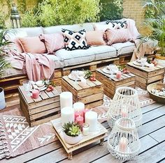 Weekend we are ready for you! Who said wool rugs are for indoors only! Our Callie Rug check Pillows check Roses check Candles check Food… Outdoor Rooms, Outdoor Living, Outdoor Decor, Pallet Furniture, Outdoor Furniture Sets, Small Balcony Decor, Small Patio, Backyard Patio Designs, Patio Ideas
