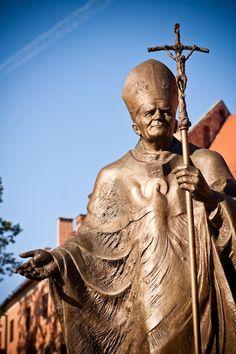 John Paul II statue in Krakow, Poland Catholic Art, Roman Catholic, Religious Art, Pope John Paul Ii, Paul 2, Juan Pablo Ii, Brisbane, Krakow Poland, Blessed Mother Mary