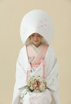 Свадьба в Японии: традиции и обычаи   OK.RU Japanese Wedding Kimono, Japanese Kimono, Traditional Kimono, Traditional Dresses, Traditioneller Kimono, Traditional Wedding Attire, Japanese Costume, Oriental Fashion, Bride Look