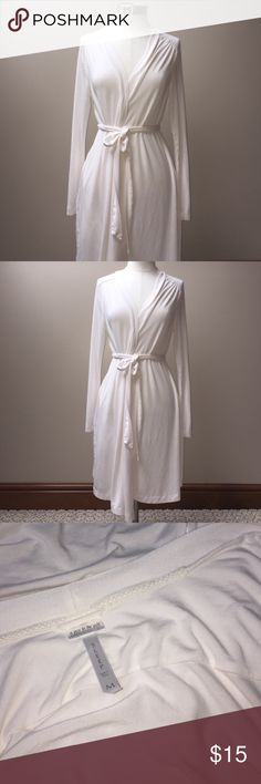 A pea in the pod Nursing Robe Washed and never worn.  Soft jersey knit.  Attached tie exterior tie + interior ties.  Pet free smoke free posher. A Pea in the Pod Intimates & Sleepwear Robes