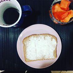 Café da manhã: 1 fatia de pão integral  mamão  café preto.  #emagrecimento #saude #vidasaudavel #comerbem #viverbem #fitness #eacolhas #RA #foconadieta #dieta #reeducao #aprenderacomer #receita #fit #fitness #eueliminandopeso #antesedepois #magra #verao #proteina #foco #meta #objetivo #menos5kg #determinacao #determination #focus #fit by projectmenos10kg