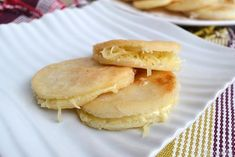 Le Arepas sono un piatto tipico sudamericano,originario del Venezuela, si tratta di piccoli panini di forma circolare preparati con farina di mais bianco, acqua e sale. Le Crepes, Pancakes, Appetizers, Cooking, Breakfast, Panini, Food, Tortillas, Pizza