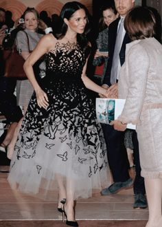 Meghan, Duchess of Sussex in a beautiful black & white tulle dress by Oscar de la Renta. Princess Outfits, Princess Style, Royal Fashion, White Fashion, Tulle Dress, Dress Up, Princesa Kate Middleton, Princess Meghan, Formal Wear