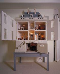Beautiful French Château dollhouse - Château Margaux - Dollhouse's chest !