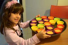 Existe alguma receita que te faça voltar a ser criança? Pois para mim, os cupcakes são assim: aqueles pedacinhos redondos de bolo enchem meus olhos e me si
