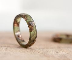 Stacking Resin Ring Deep Lichen Olive Green with Rose por daimblond