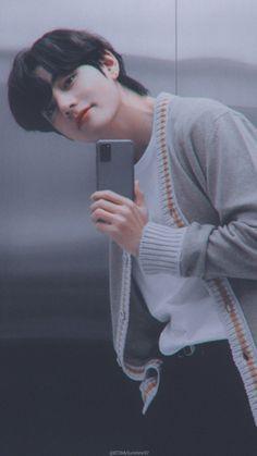 Samsung x BTS Lockscreen // Wallpapers Bts Taehyung, Taehyung Photoshoot, Kim Taehyung Funny, Bts Bangtan Boy, Bts Boys, Foto Bts, K Pop, Daegu, Bts Kim