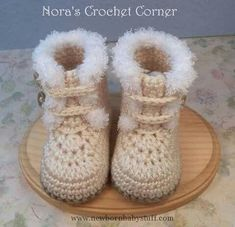Crochet Fur Trim Baby Boots Shoes 228 by NorasCrochetCorner Crochet Baby Boots, Baby Blanket Crochet, Crochet Clothes, Knit Crochet, Baby Slippers, Crochet Slippers, Crochet For Kids, Baby Booties, Baby Knitting