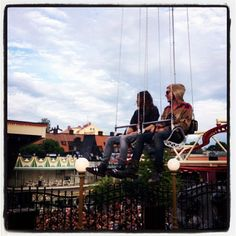 #ShareIG Me + Shannon on the swings at Gröna Lund