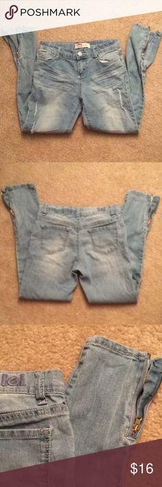 Lei lowrise skinny letty style sz 12R adjustable Adjustable waist, zippered leg lei Bottoms Jeans