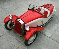 1947 Morgan F Super Three Wheeler - Morgan Motor Company conceived the idea of building a three wheeled vehicle in 1910 Morgan Motors, Morgan Cars, Mini Car, Reverse Trike, Unique Cars, Ford Motor Company, Small Cars, Car Wheels, Motor Car