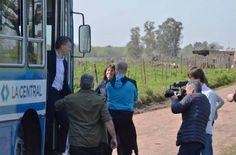 """RECONTRACHEQUEADO: MACRI INAUGURA EL """"#BURROBUS"""" EN BERAZATEGUI    Un nuevo sistema de transporte revolucionario Antes fue el#Subtrenmetrocleta. Ahora es el #BurroBus. En el marco del Proyecto Red de Expresos Regionales y el Metrobus transversal surge ahora este iniciativa absolutamente revolucionaria. """"Iniciamos una revolución con el transporte público. Reafirmo mi compromiso en seguir mejorándolo para que todos viajen más rápido mejor y más seguros"""" dijo el presidente Mauricio Macri…"""