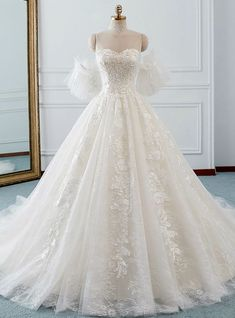 Ivory Ball Gown Tulle Sweetheart Neck Appliques Wedding Dress - Dresses for Work Tulle Ball Gown, Ball Gown Dresses, Bridal Dresses, Prom Dresses, Formal Dresses, Wedding Dress Cinderella, Dream Wedding Dresses, Modest Wedding, Wedding Ball Gowns