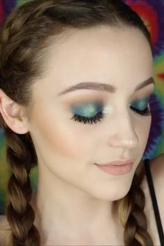 This Teal Eye Shadow Makeup Tutorial Is the Epitome of Spring Beauty