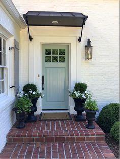 20+ Front Door Ideas, Front Door and Planter Combinations, Matching Planters on…