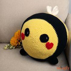 Benevolent Bumble Bee - Free Crochet Pattern on Moogly Crochet Bee, Crochet Gratis, All Free Crochet, Crochet Flower Patterns, Crochet Patterns Amigurumi, Crochet Flowers, Crochet Toys, Baby Patterns, Knitting Patterns