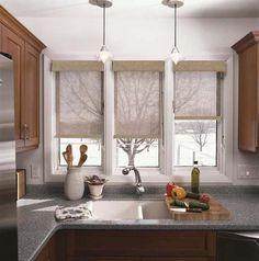 Дизайн для кухни с окном: использование естественного освещения. Кухня под окном - модная тенденция расстановки мебели. Два окна, угловое окно - способы оформления. Фото-примеры.