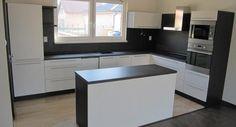 Low energy house interior - Kitchen Interior Exterior, Kitchen Interior, New Kitchen, Kitchen Design, Kitchen Remodel, Indoor Outdoor, Color Cobrizo, House Plans, Decoration