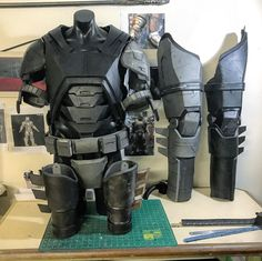 Nightwing Cosplay, Batman Cosplay, Cosplay Armor, Batman Armor, Batman Suit, Gaming Desk Accessories, Tactical Wear, Armas Ninja, Combat Armor