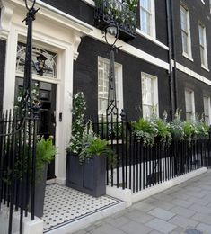Ideas Exterior Lighting Facade Curb Appeal For 2019 Architecture Durable, Houses Architecture, Georgian Architecture, Exterior Colors, Exterior Paint, Exterior Design, Black Exterior, Georgian Townhouse, London Townhouse
