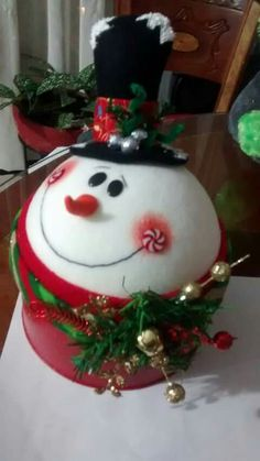 Christmas 2019, Christmas Bulbs, Christmas Decorations, Xmas, Christmas Projects, Holiday Crafts, Holiday Decor, Wood Snowflake, Snowflakes
