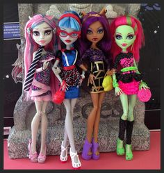 ghouls night out Monster High Beds, Monster High Art, Love Monster, Monster High Dolls, Cool Monsters, Famous Monsters, Custom Barbie, Custom Dolls, Vampires